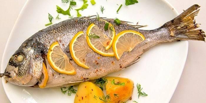 Запеченная рыба с лимоном