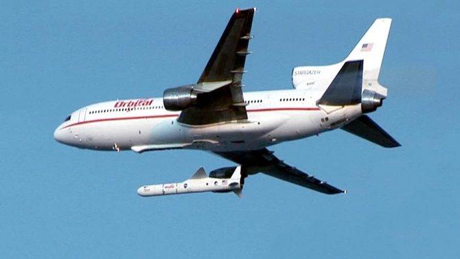 Запуск ракеты Pegasus-XL со спутником ST-5 с самолета-носителя Stargazer