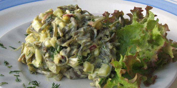 Заукска из морской капусты с яйцом