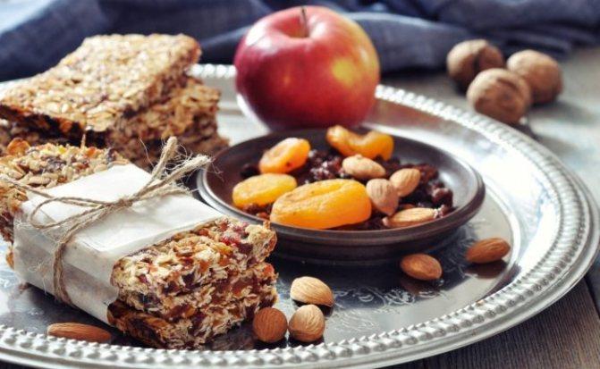 здоровые диетические продукты для сбора в сумку с едой в дорогу