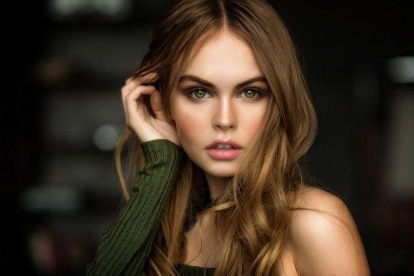 зеленые глаза и песочные волосы