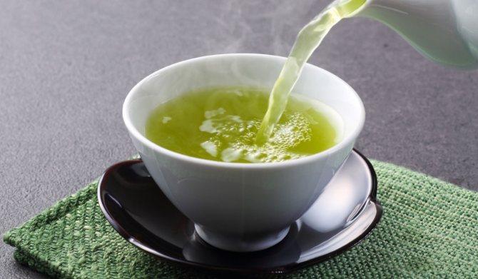 Зеленый чай пьют для снижения риска развития болезней ЖКТ
