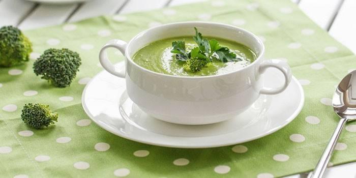 Зеленый крем-суп из брокколи