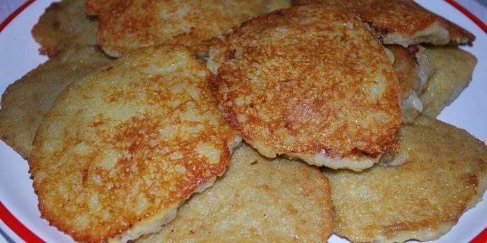 Жареные драники с начинкой из фарша и сыра
