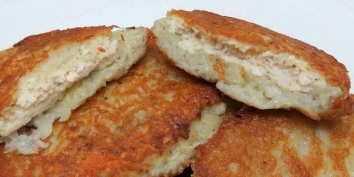 Жареные картофельные драники с куриным фаршем