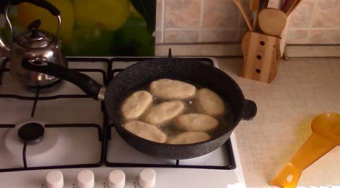 жареные пирожки без дрожжей и без яиц
