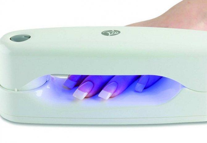 Желательно наносить защитный крем перед просушкой в лампе