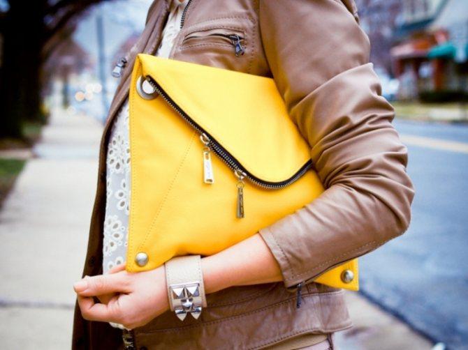 желтая сумка конверт