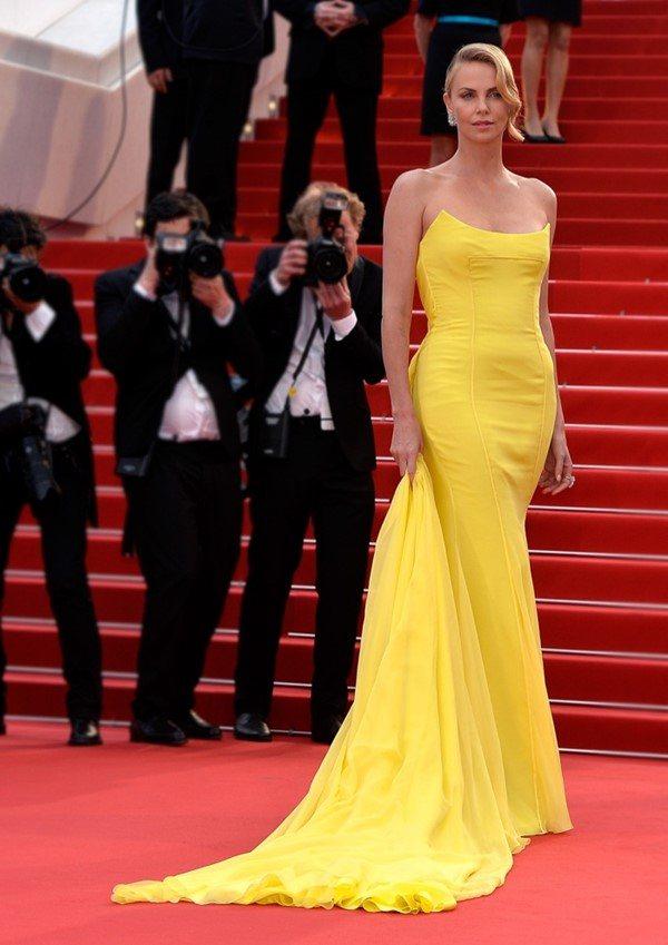 Жёлтые вечерние платья - Шарлиз Терон
