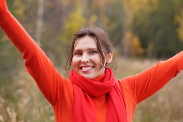 Женщина с улыбкой