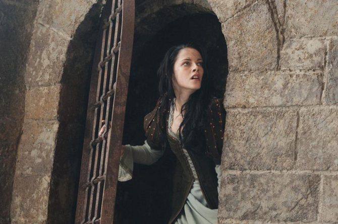 Женщина сбегает