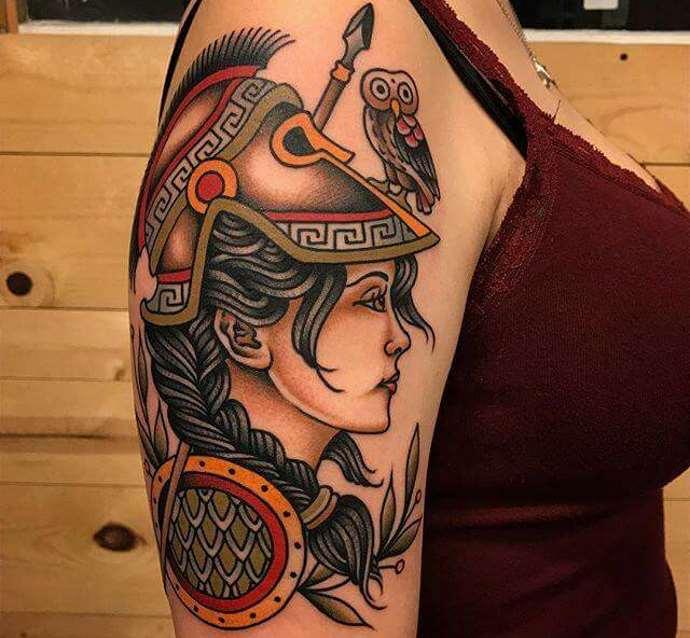 женщина-воин в татуировке