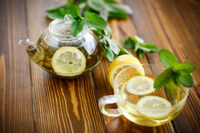 Женщинам среднего возраста рекомендуется употреблять зеленый чай в период климакса
