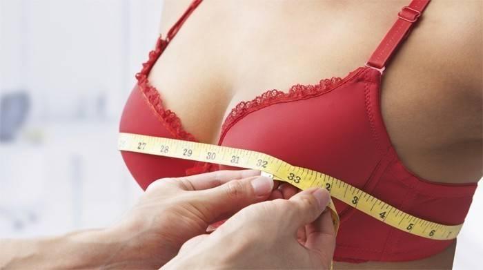 Женщине измеряют объем