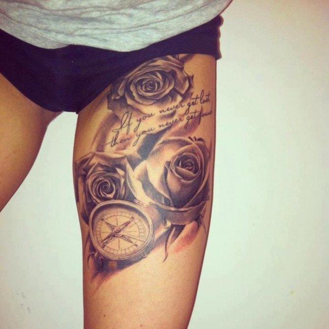 Женская татуировка на ляжке