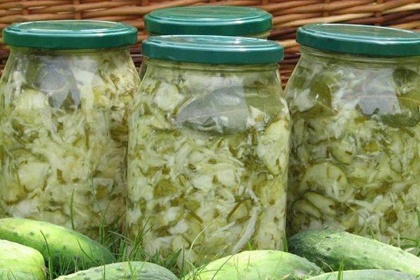 Зимний салат из огурцов и капусты