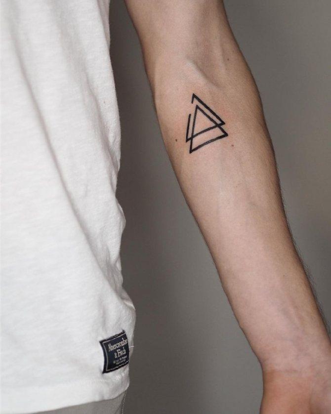 значение татуировки треугольник