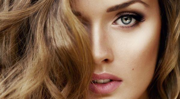 Золотистый цвет волос для зеленых глаз